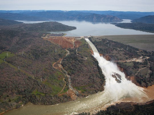 OROVILLE, CA - FEBRUARY 13: Oroville lake, the emergency spillway, and the damaged main spillway, are seen from the air on February 13, 2017 in Oroville, California. The erosion damage seen below the emergency spillway caused officials to issue evacuation orders yesterday to over 188,000 prople in downstream areas. (Photo by Elijah Nouvelage/Getty Images) ORG XMIT: 700001064 ORIG FILE ID: 635157344