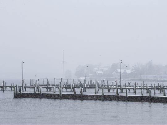 Snow falls throughout the area as cold air moves in from the north. Toms River, NJFriday, March 10, 2017.@dhoodhood