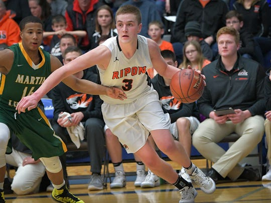 Former Ripon standout Eddie Muench has transferred to UW-Oshkosh to finish his college basketball career.