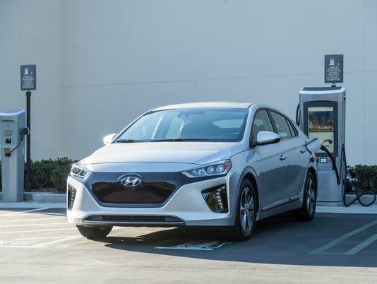 2017-Hyundai-Ioniq-EV-11-.jpg