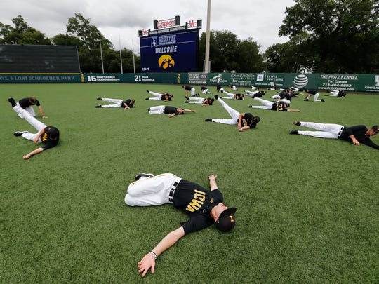 The Iowa Hawkeyes warm up before practice for their game against Houston in the 2017 NCAA Regional Thursday, June 1, 2017 at Schroeder Park in Houston. (Brian Ray/hawkeyesports.com)