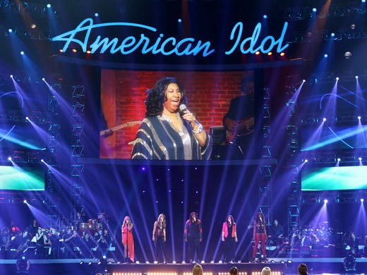 The American Idol contestants perform with Aretha Franklin,