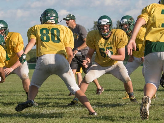 636392063676325862-Sauk-Rapids-football-1.JPG