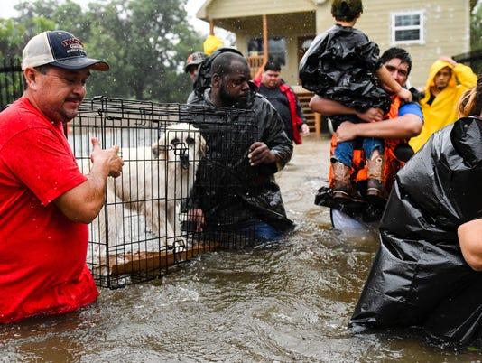 636395566009312327-Flood.Houston.truck.boat.rescue.08.28-3967.jpg