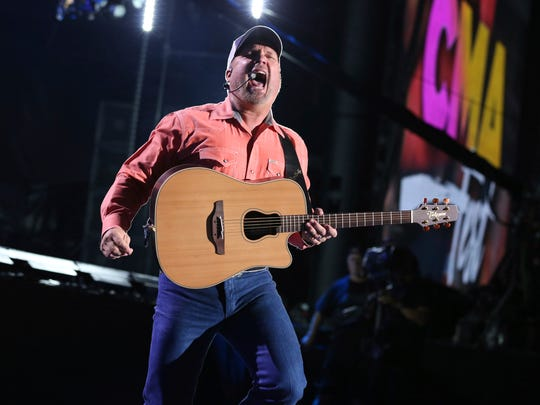 Garth Brooks (pictured) and Trisha Yearwood will perform