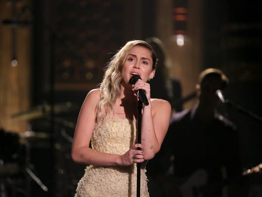 Miley Cyrus performed her song 'The Climb' for the
