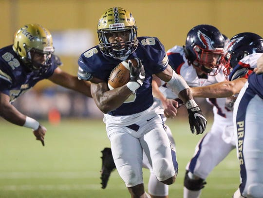 Pearl's Tylan Knight (6) scores a touchdown to give