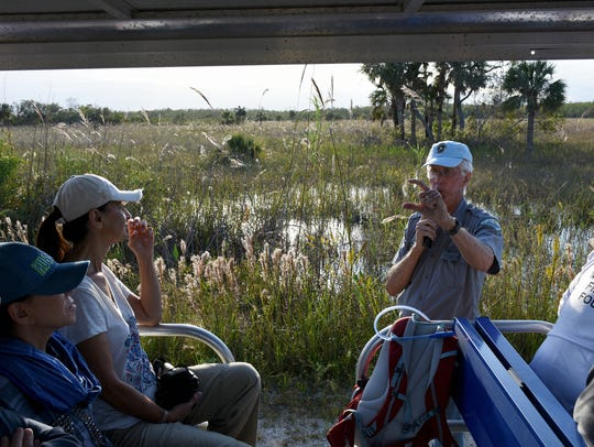 Guide Glen Stacell lectures on the local fauna to the