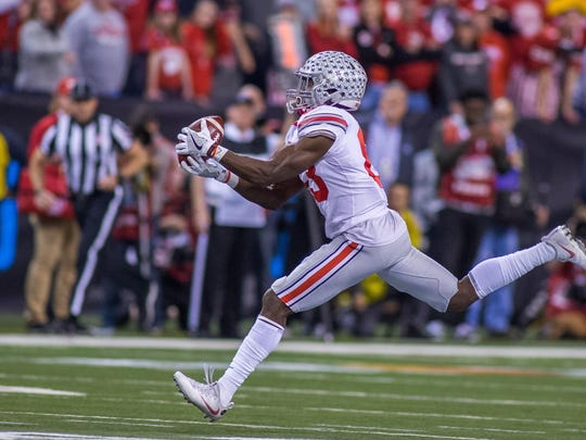 Ohio State's Terry McLaurin, back home in Indianapolis, catches a pass near midfield and turns it into an 84 yard touchdown.