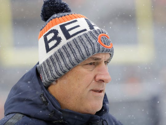 Chicago Bears defensive coordinator Vic Fangio watches