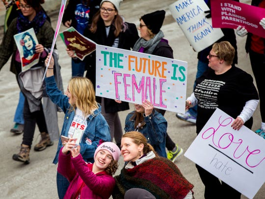Thousands participate in the Cincinnati Women's March