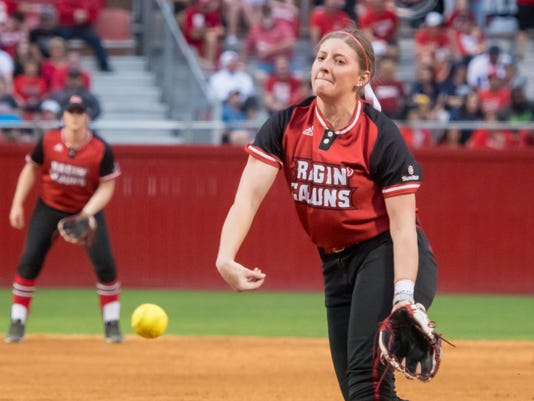 636545095109399077-Cajuns.Gators.Softball.02.17-0070.jpg