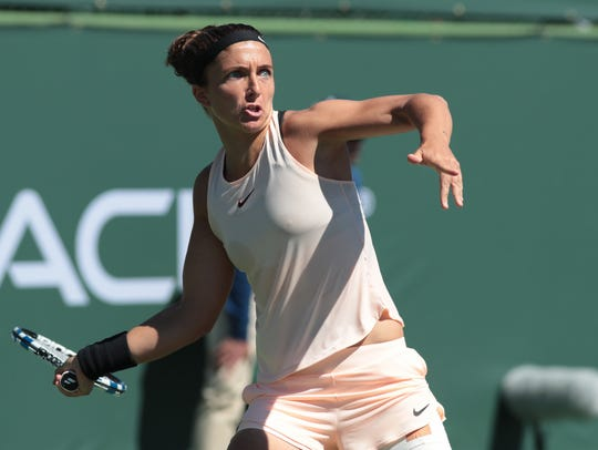 Sara Errani defeats Kateryna Bondarenko to win the