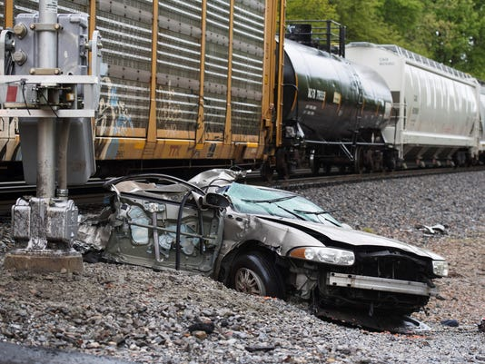 636600894480687030-car-vs.-train.jpg