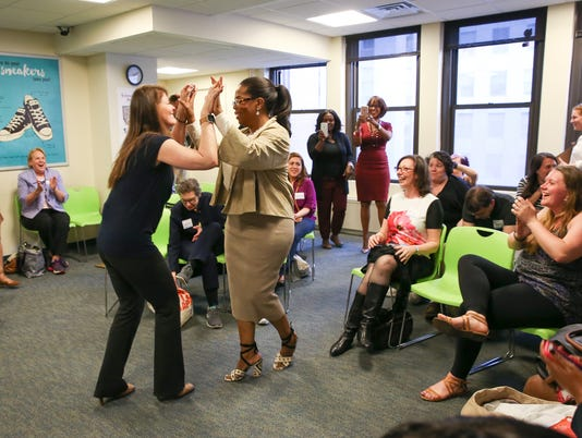 AP OPRAH WINFREY SUPRISES A WEIGHT WATCHERS MEETING IN NEW YORK CITY A ENT CPAENT USA NY