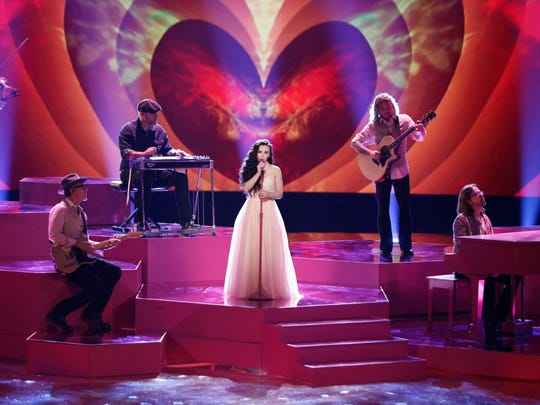 """Chevel Shepherd, center, performs """"Broken Hearts"""" on Monday night's episode of """"The Voice."""