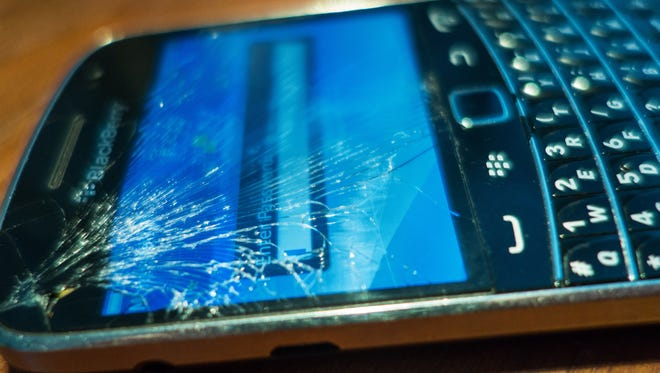 Not fixing a cracked smartphone screen can lead to bigger problems, experts say.