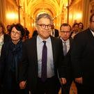 Franken takes dig at Trump, Moore in resignation speech