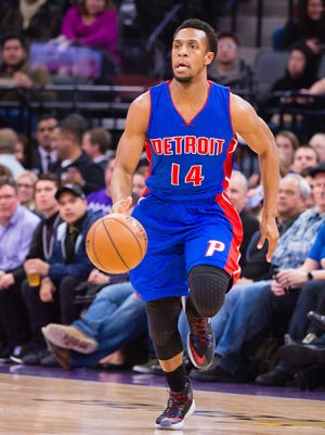 Pistons guard Ish Smith dribbles against the Kings on Jan. 10, 2017 in Sacramento, Calif.