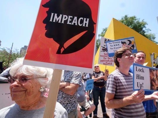 Manifestantes en contra de Trump