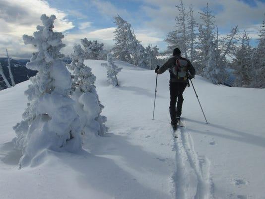-backcountry skiing two.jpg_20160113.jpg