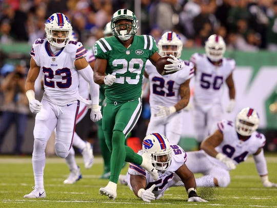 New York Jets running back Bilal Powell (29) runs the