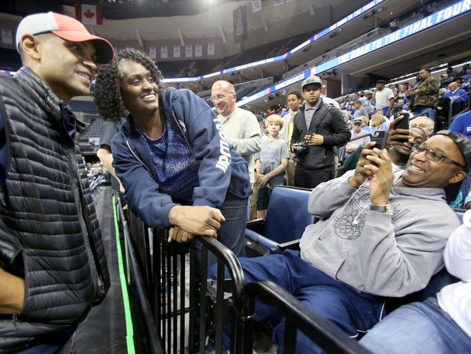 Grant Hill poses for a photo with basketball fan Alondray