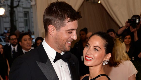 Olivia Munn and Aaron Rodgers. Hold fire on sending