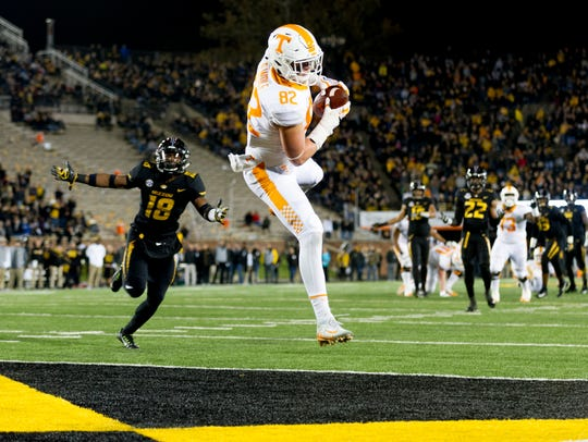 Tennessee tight end Ethan Wolf (82) lands in the end