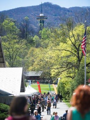 Hundreds travel to annual gatlinburg wine festival for Gatlinburg craft show 2017