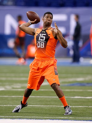 Jameis Winston throws at the NFL combine.