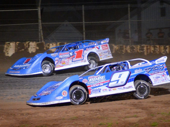 Brandon Sheppard (1) and Devin Moran race for position