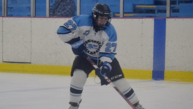Suffern forward Shaan Greenberg had a pair of goals in a two-minute span of the third period Friday at the Ice Hutch, giving Suffern a 3-2 win over Niagara Wheatfield.