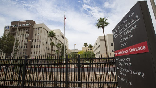 An Arizona employee of the Department of Veterans Affairs who reported improper care for mental-health patients in Phoenix has settled a federal whistleblower complaint against the agency.