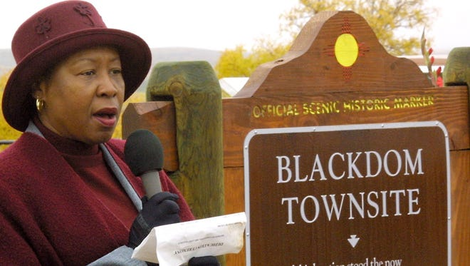 Janet Baugham tells the audience about the history of the African American settlement of Blackdom once located south of Roswell, N.M., during a dedication ceremony of the new historic marker near the former town on Saturday, Oct. 26, 2002.