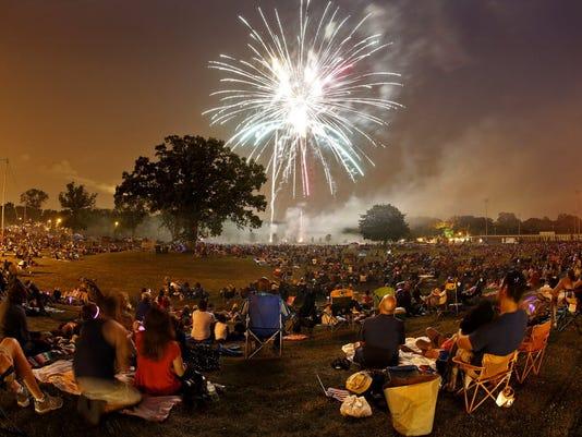 636669242433768137-tosa-fireworks.JPG