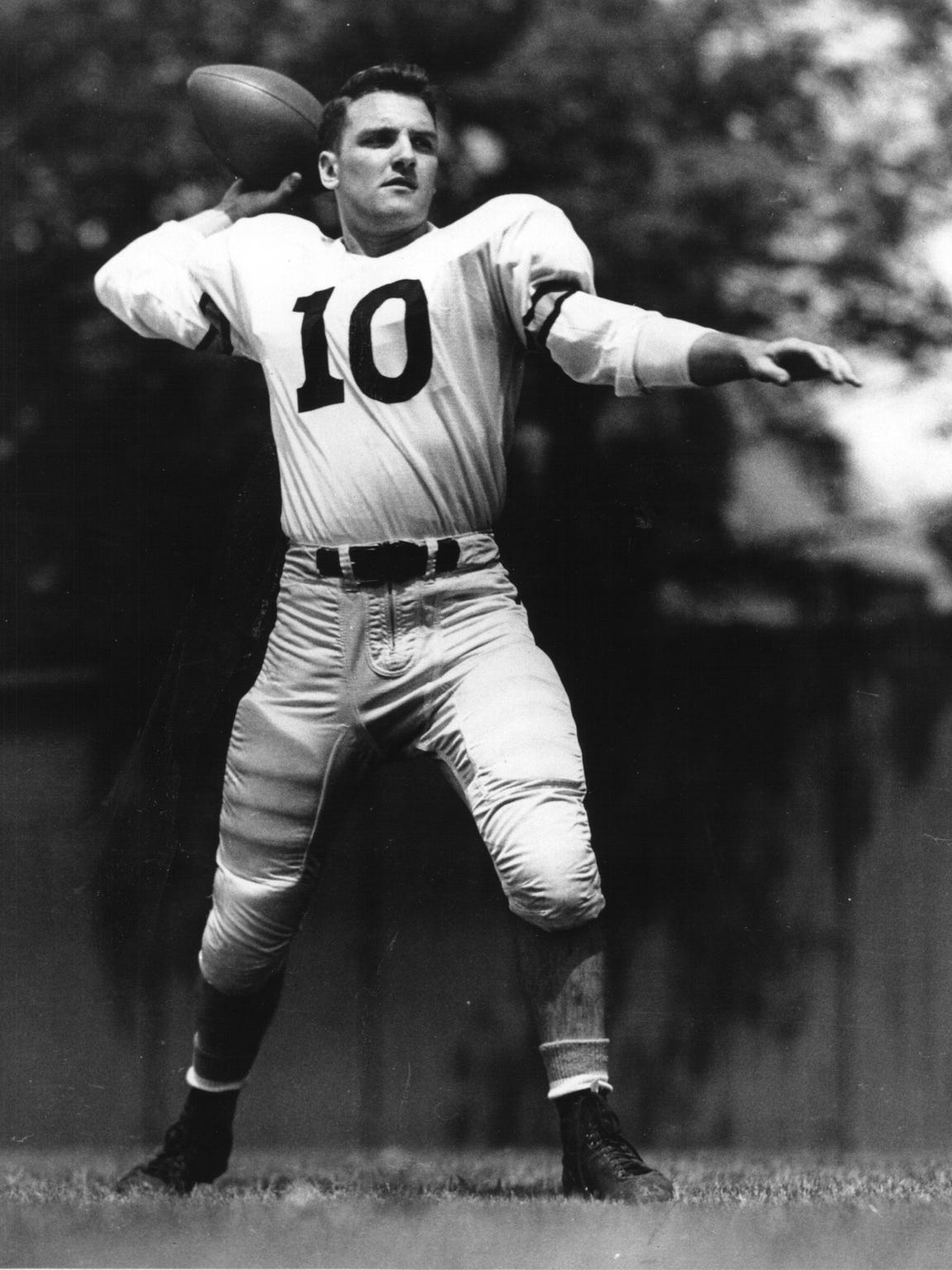 Purdue quarterback Dale Samuels in 1950, the year he guided the Boilermakers to arguably their biggest victory in school history.