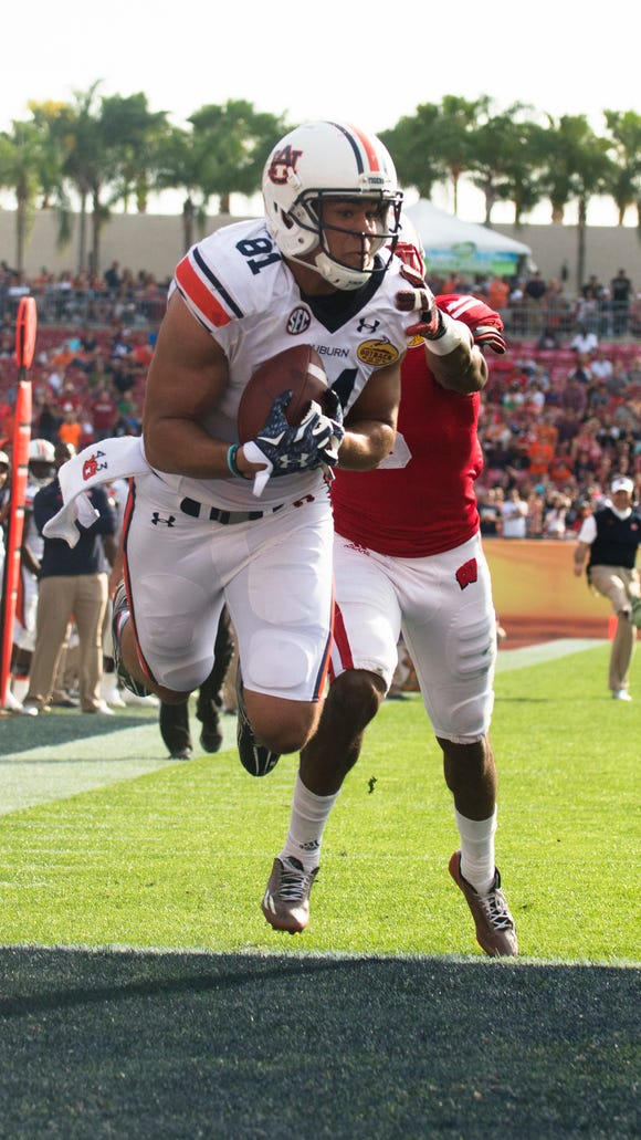 Auburn tight end C.J. Uzomah catches a touchdown as