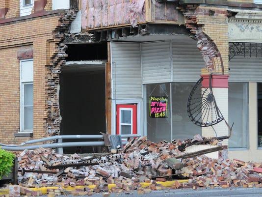 Napoli Pizzaria building collapses