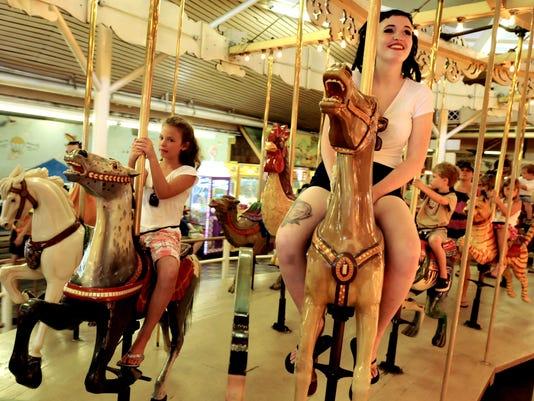 -le-Carousel5279.jpg_20110705.jpg