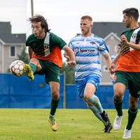 Bucks upend first-place Lansing to keep PDL playoff hopes alive