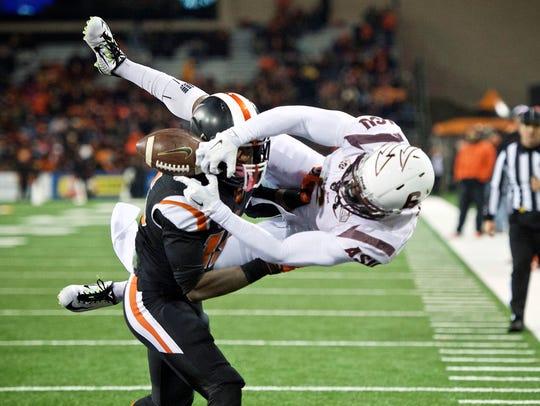 Oregon State cornerback Larry Scott breaks up a pass