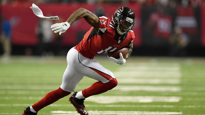 Atlanta Falcons wide receiver Julio Jones (11) runs after a catch against the Seattle Seahawks during the second quarter in the NFC Divisional playoff at Georgia Dome.