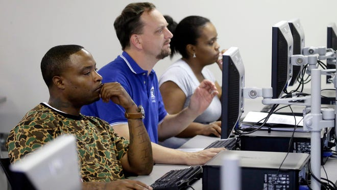 Job seekers participate in a resume writing class in 2017. Employers added 4,500 new positions from May into August, when 655,500 payroll jobs were counted in metropolitan Memphis.