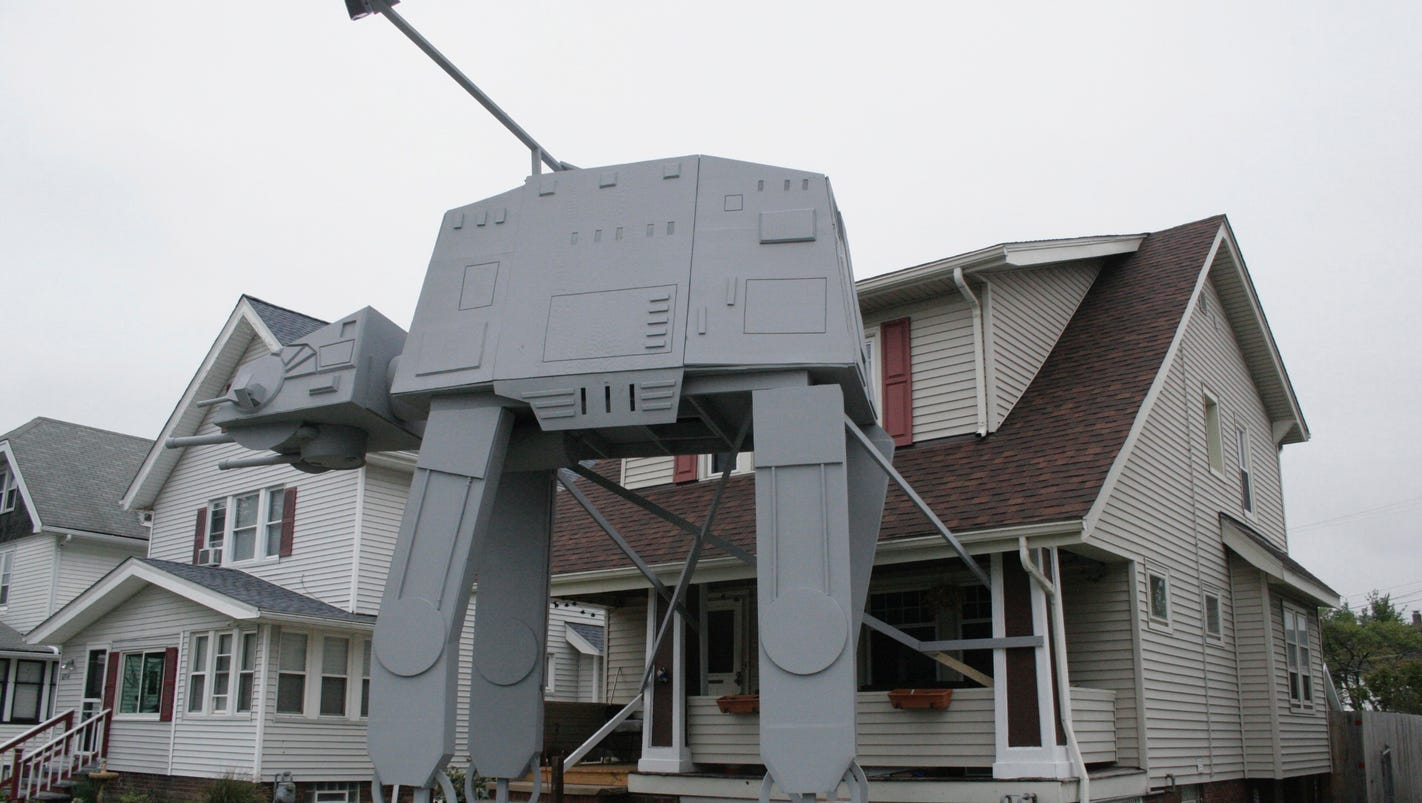 Ohio man builds gigantic 2-story 'Star Wars' display in front yard for Halloween