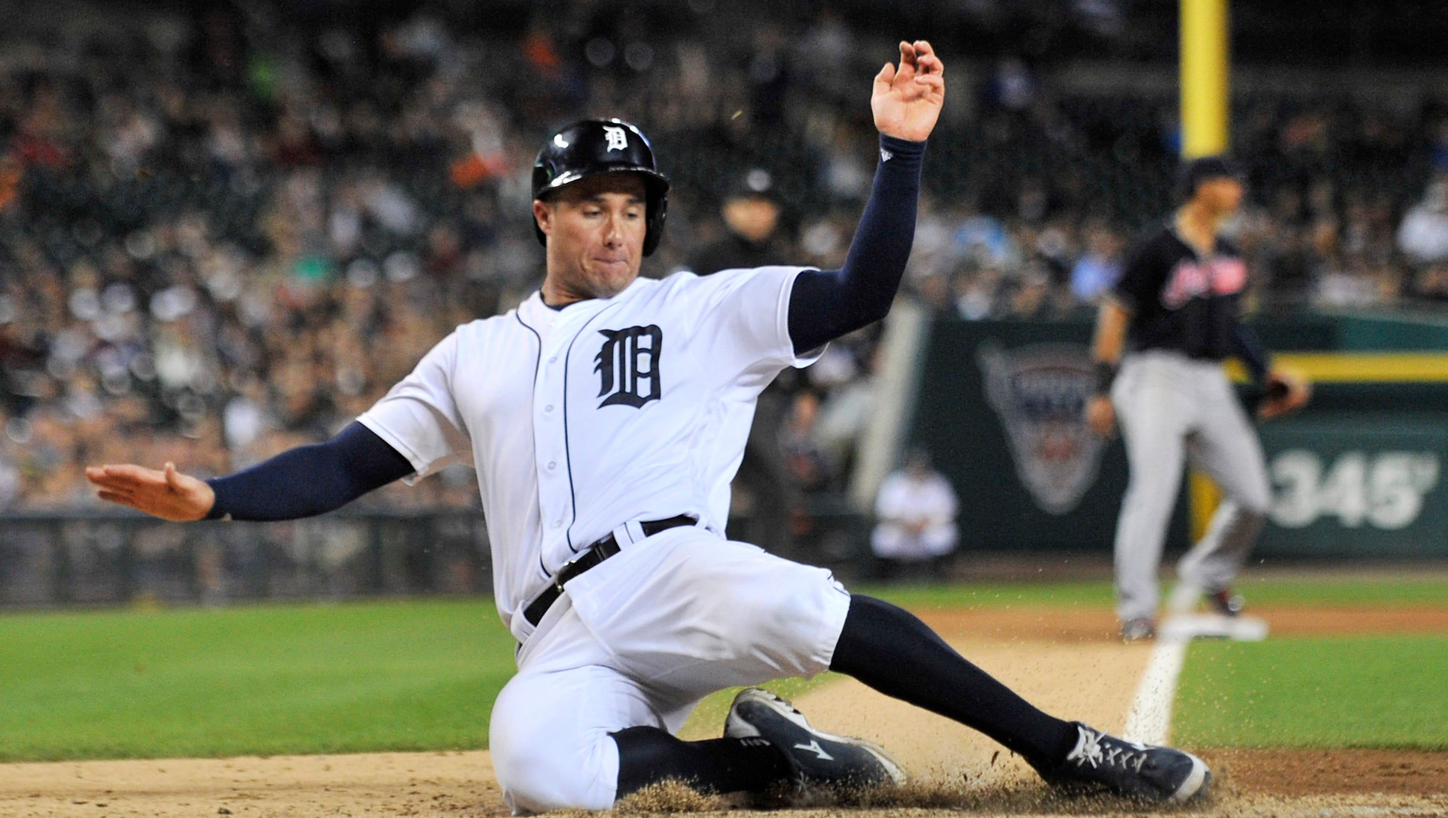 636106245697632312-2016-0927-rb-tigers-indians427