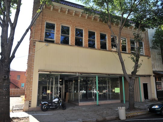 Renovation has begun at 914 Indiana on a building which will open in early 2018 as 2nd Stage Dinner Theatre. The venue is across the street from the Wichita Theatre and the director, Dwayne Jackson, plans to offer more live entertainment options for the community.