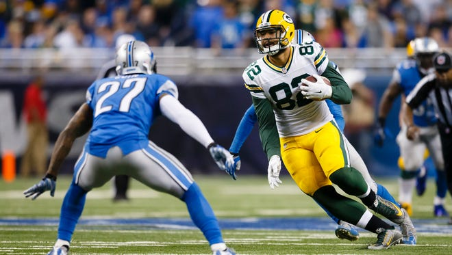 Green Bay Packers tight end Richard Rodgers, right, runs against the Detroit Lions on Dec. 3, 2015.