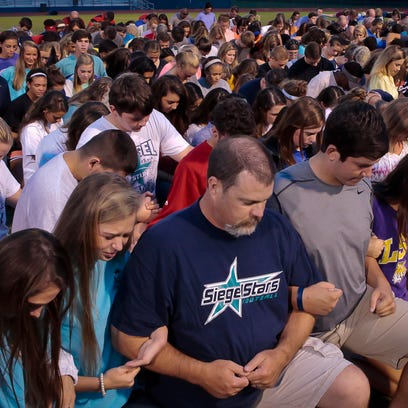 Siegel coaches, friends and teammates pray for sophomore