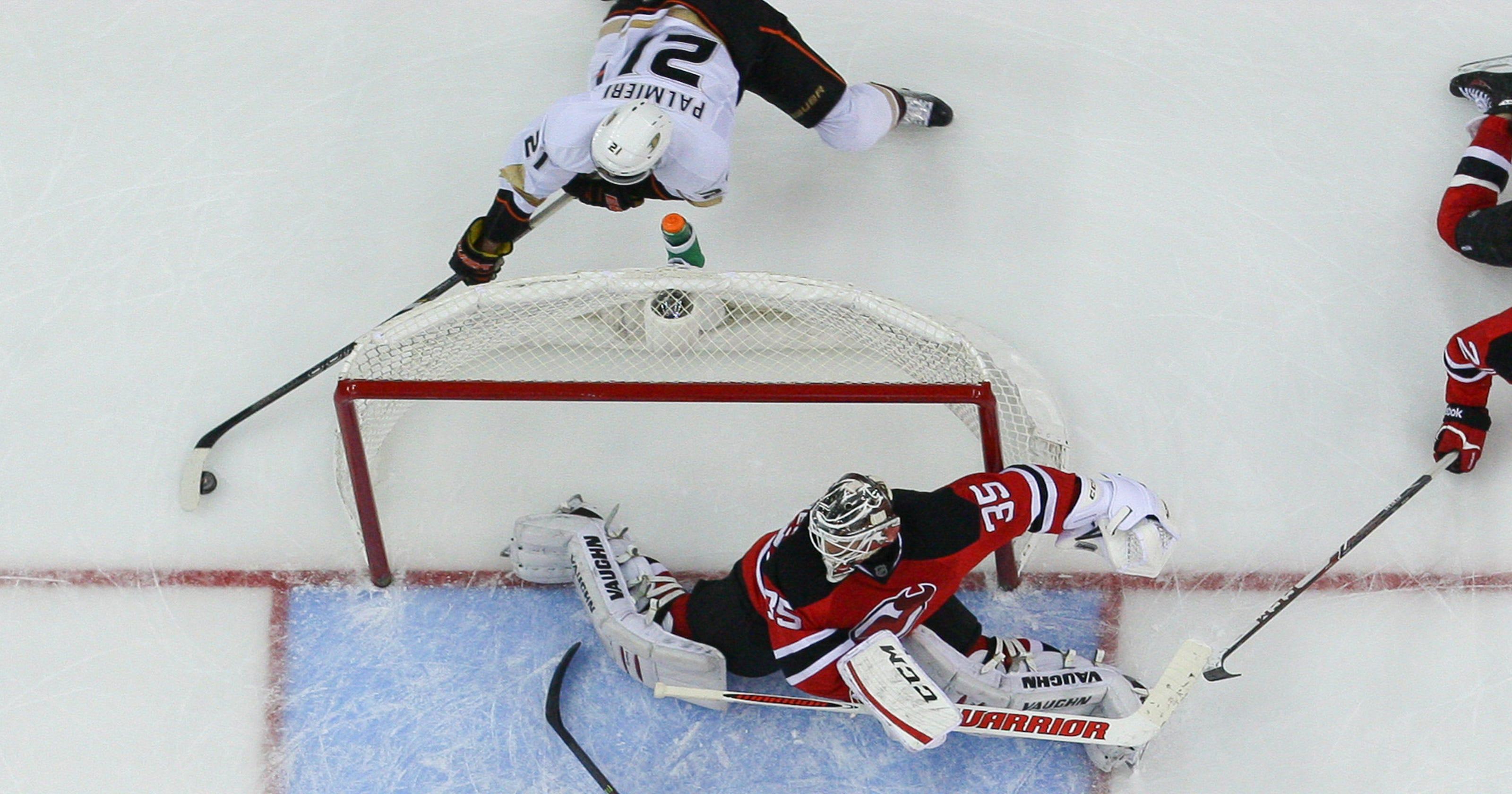 d7d134d15 Ducks win seventh straight, 3-2 over Devils in OT